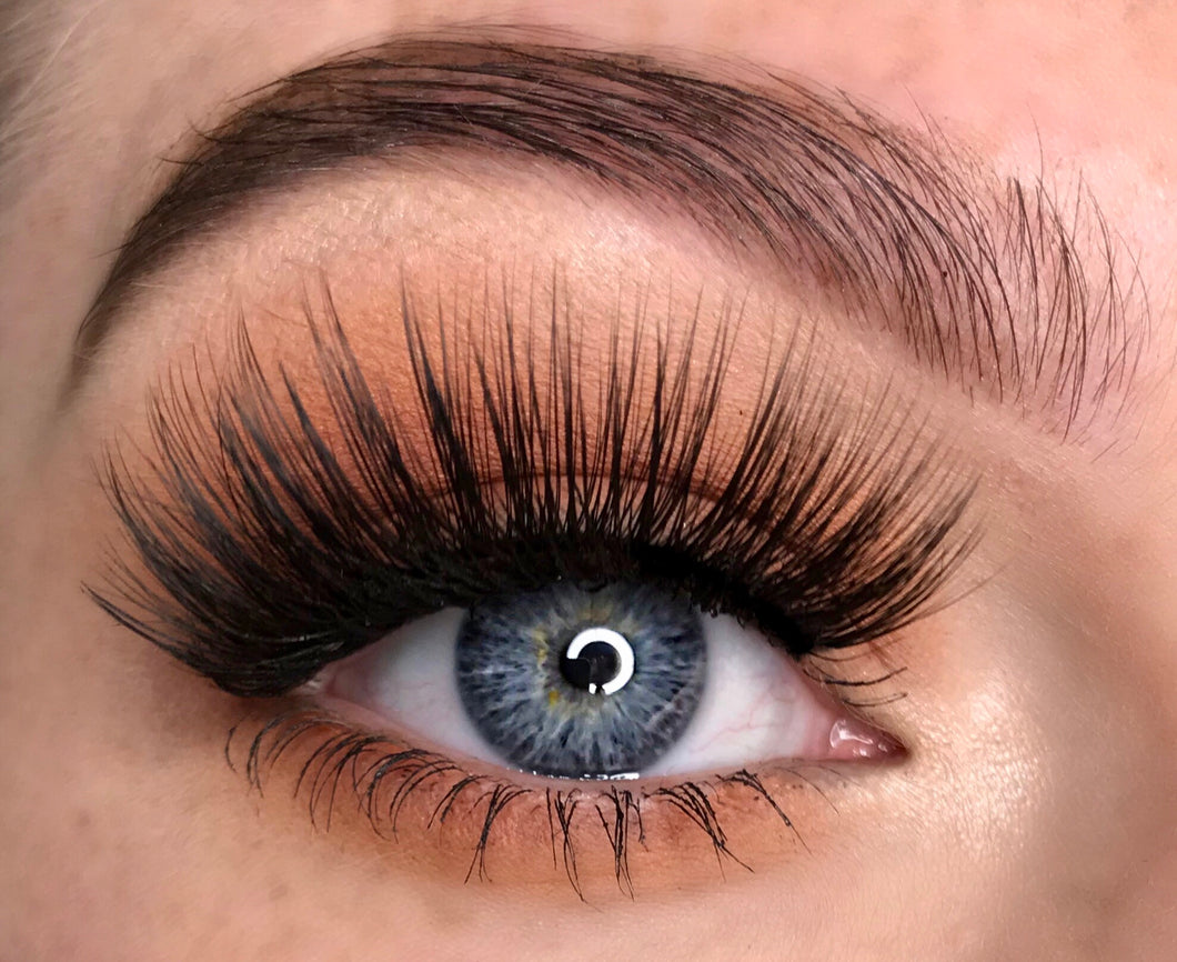 full and fluffy fake eyelashes