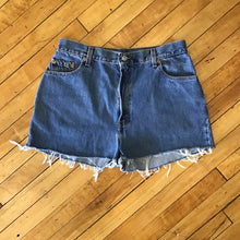 Load image into Gallery viewer, Levi's Denim Cutoff Shorts
