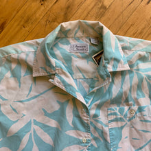 Load image into Gallery viewer, Jessica Scott Cropped Aloha Button Up