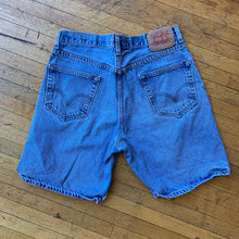 Load image into Gallery viewer, Levi's 550 Washed Denim Shorts