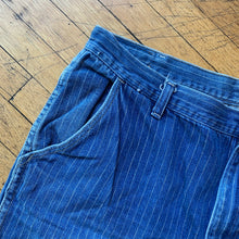 Load image into Gallery viewer, Wrangler Pin Strip Jeans