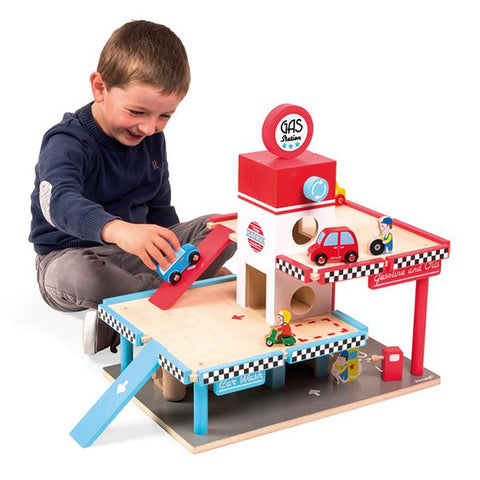 Janod wooden gas station garage  | Janod toys | Lucas loves cars
