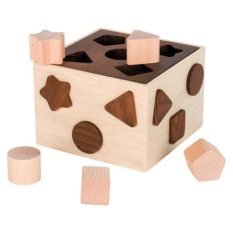 Goki Nature |   Wooden shape sort box | Lucas loves cars