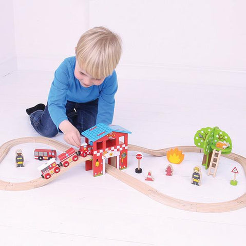 BigJigs Trains  | Fire Station Train Set | Lucas loves cars