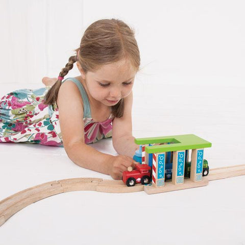 BigJigs Rail | Wooden Train washer | Wooden toys | Lucas loves cars