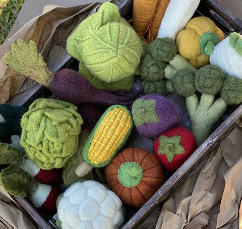 Papoose felt vegetable box  | food toys  | Papoose toys | Lucas loves cars