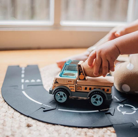 Build a mixer | Wooden cement mixer  | Discoveroo toys | Lucas loves cars
