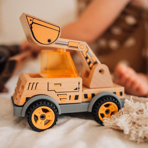 Build a Digger | Wooden truck toy | Discoveroo toys | Lucas loves cars