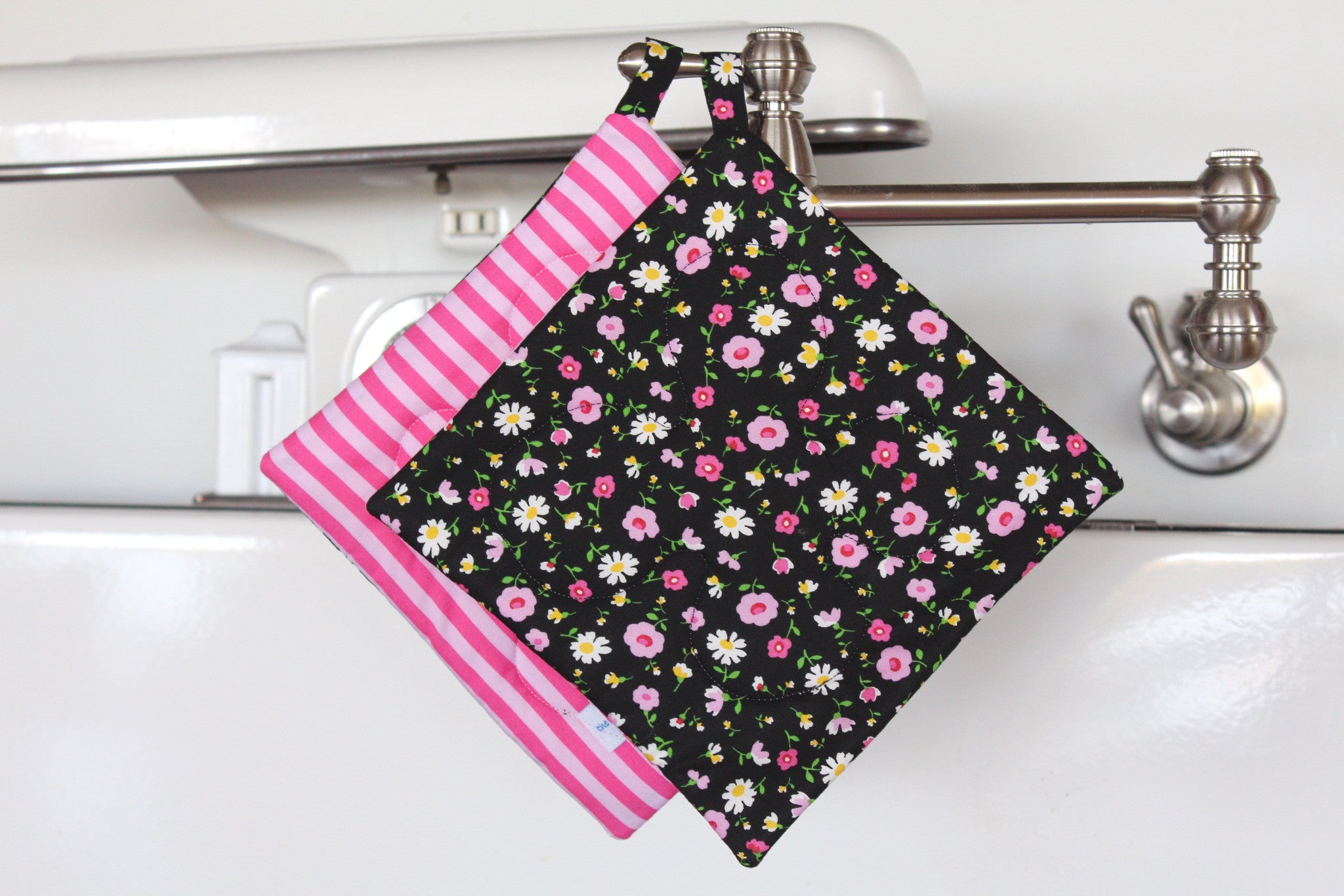 Rose Garden Potholder - Black