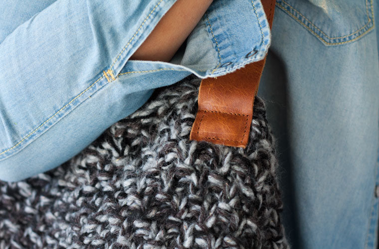 The Athena hobo bag in grey yarn and brown leather close view by milloo
