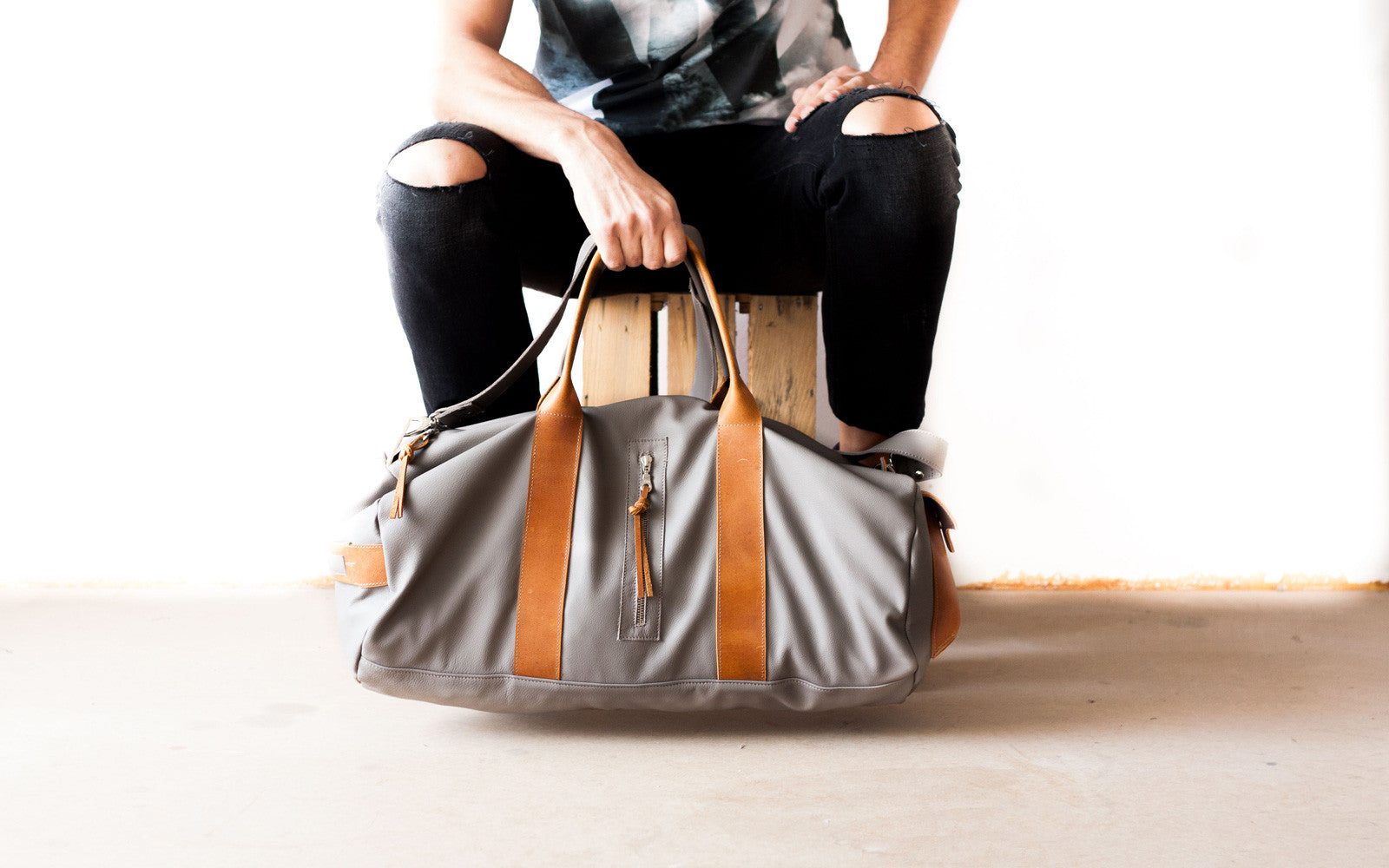 The Nestor duffel bag in grey leather made by milloo in Greece