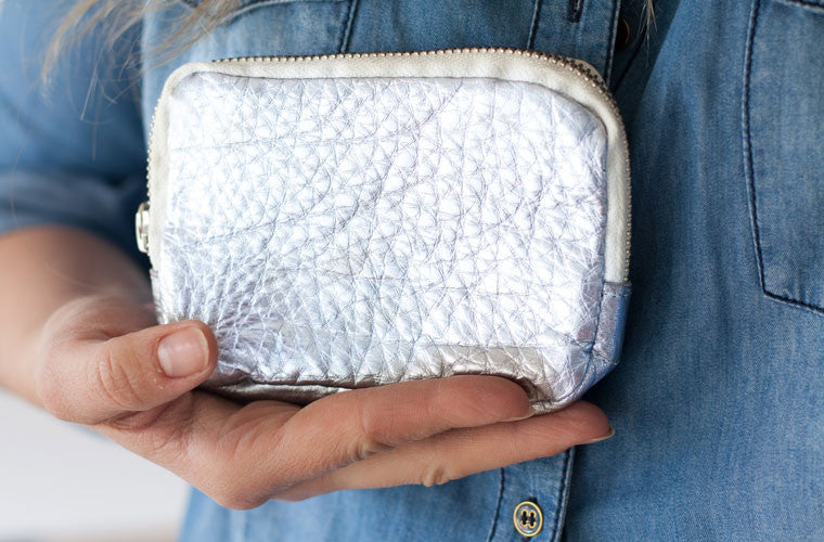 The Myrto wallet in silver leather carrying by milloo
