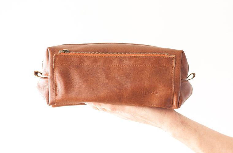 The Skiron case in brown leather by milloo