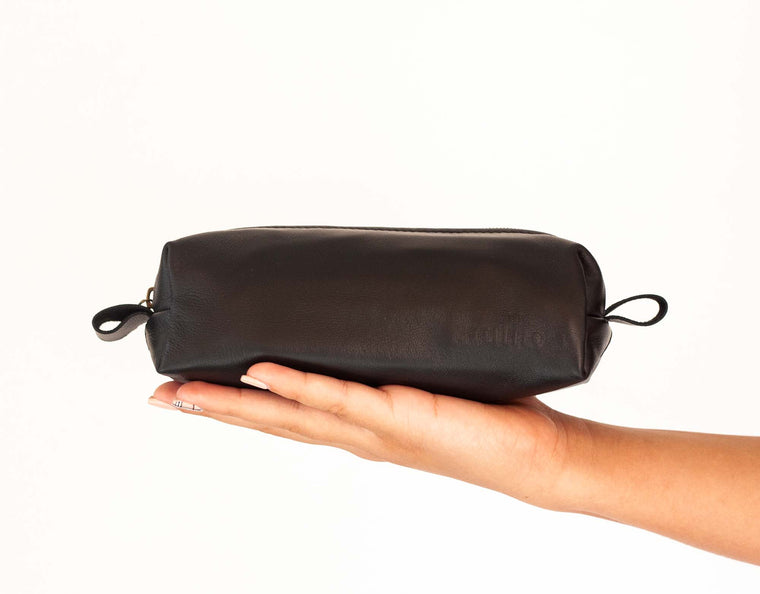 The Rec case in black leather by milloo