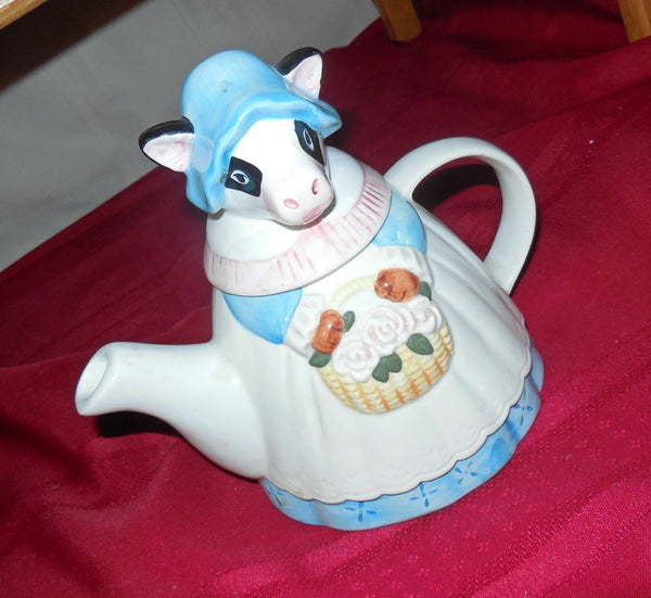 Teapot Cow-shape Gift Basket, Oatmeal Shortbread, Floral Tea Blend, Mrs. Cow Tea Pot