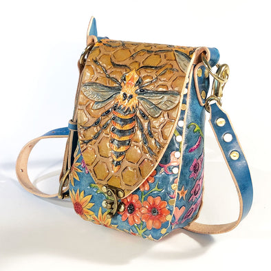 Bee and Wildflower – Mini Master Hobo