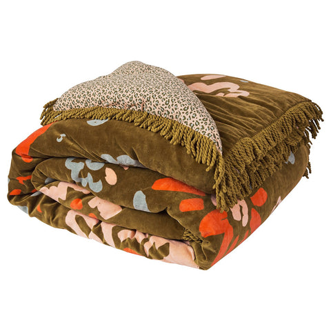 Passa Velvet Bedcover with large-scale floral pattern and leopard animal print