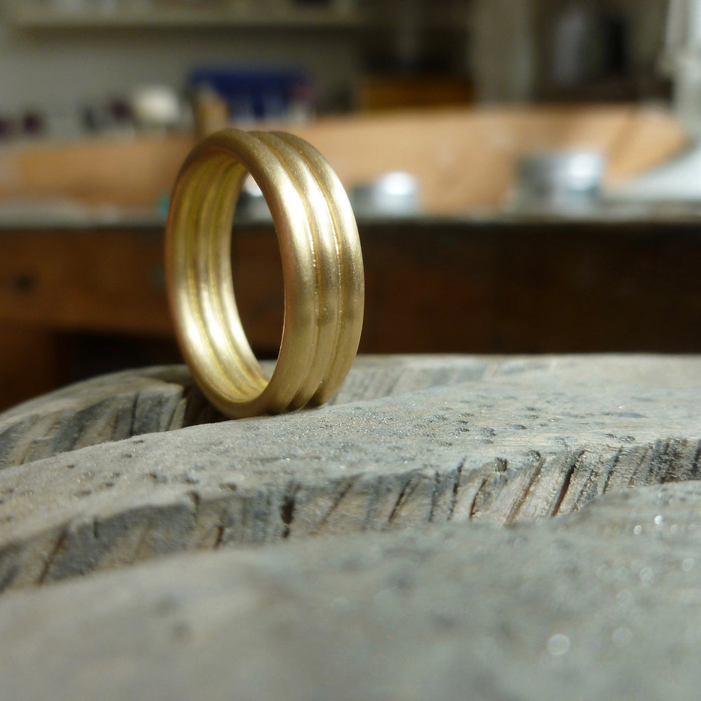18ct gold modern wedding ring handmade by Sue Lane in rural Herefordshire