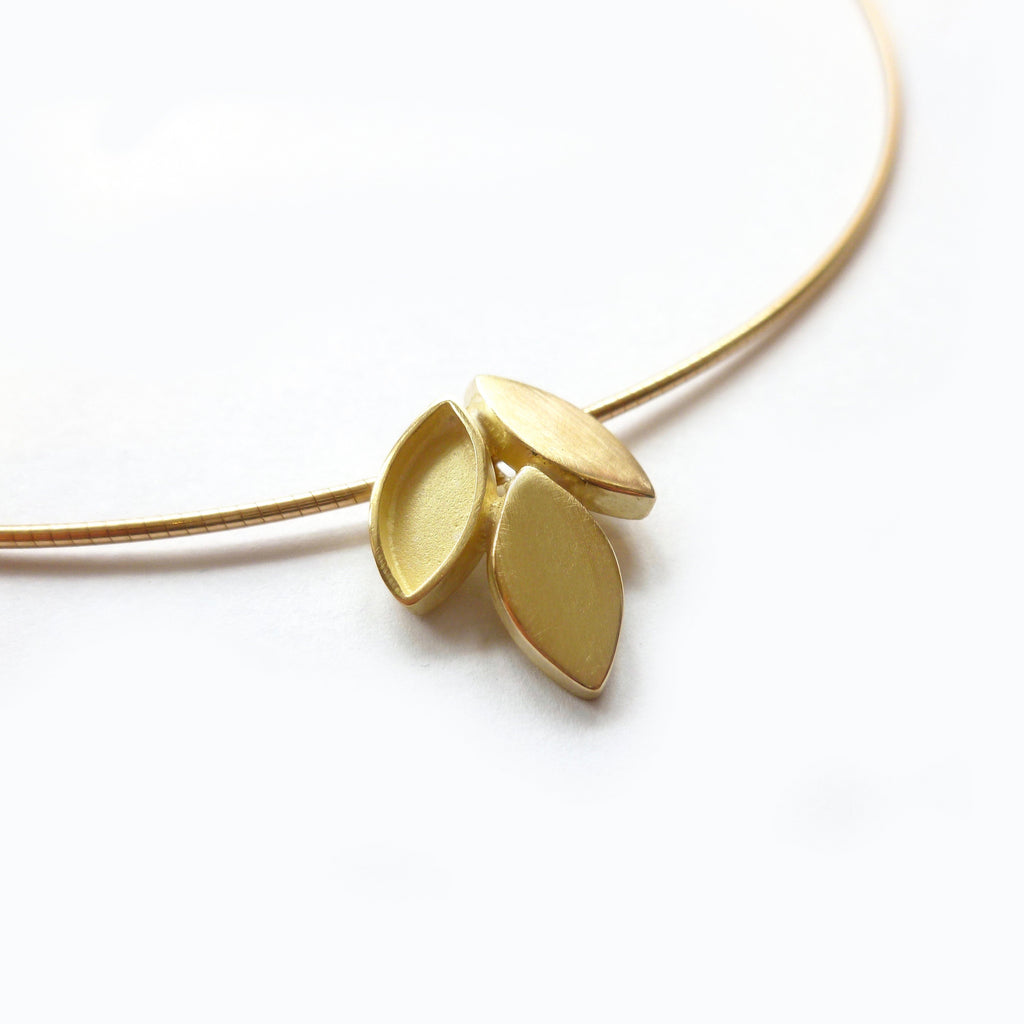 Modern simple leaf inspired necklace in gold