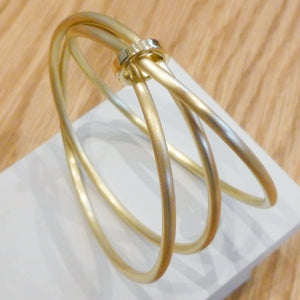 Contemporary solid 18ct yellow gold bangle