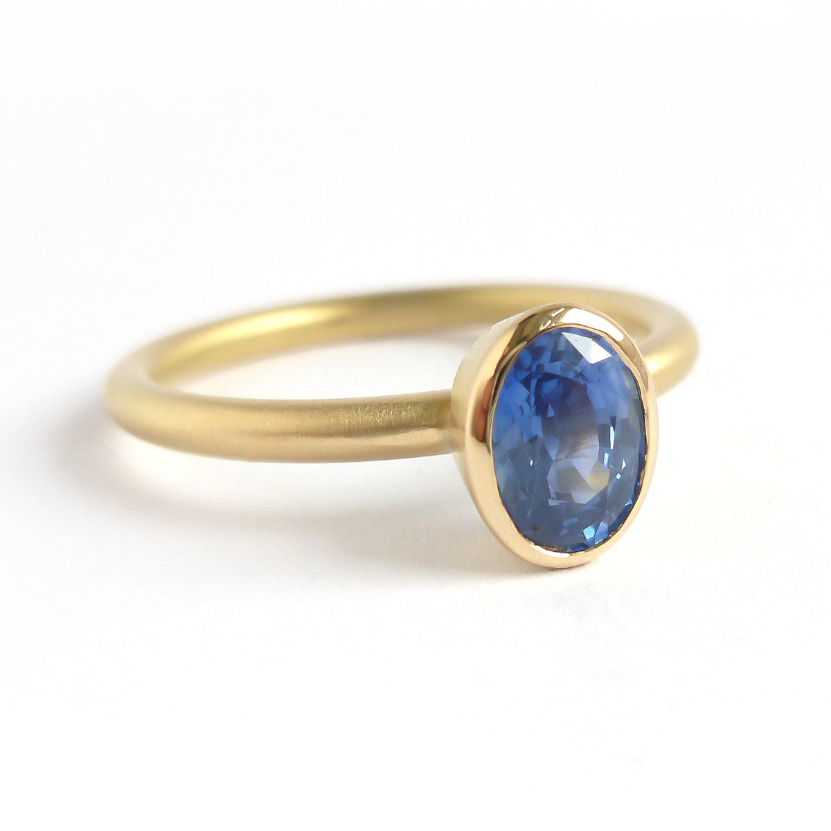 Contemporary bespoke 18ct 18k gold ring oval blue sapphire Sue Lane