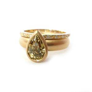 18ct gold and pave set diamond ring