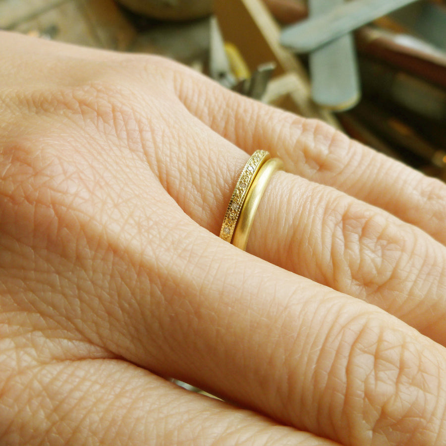 Simple 18ct gold ring