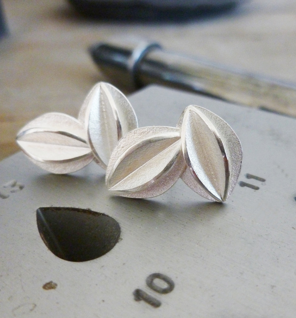 Silver fold stud earrings (e17)