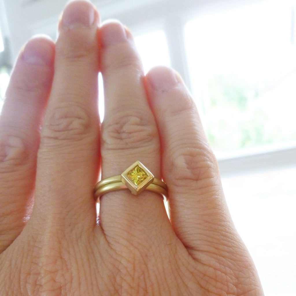 NEW: 18k Gold and Yellow Diamond Ring (OF62)