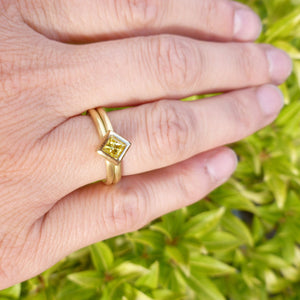 18ct Gold and Yellow Diamond Ring