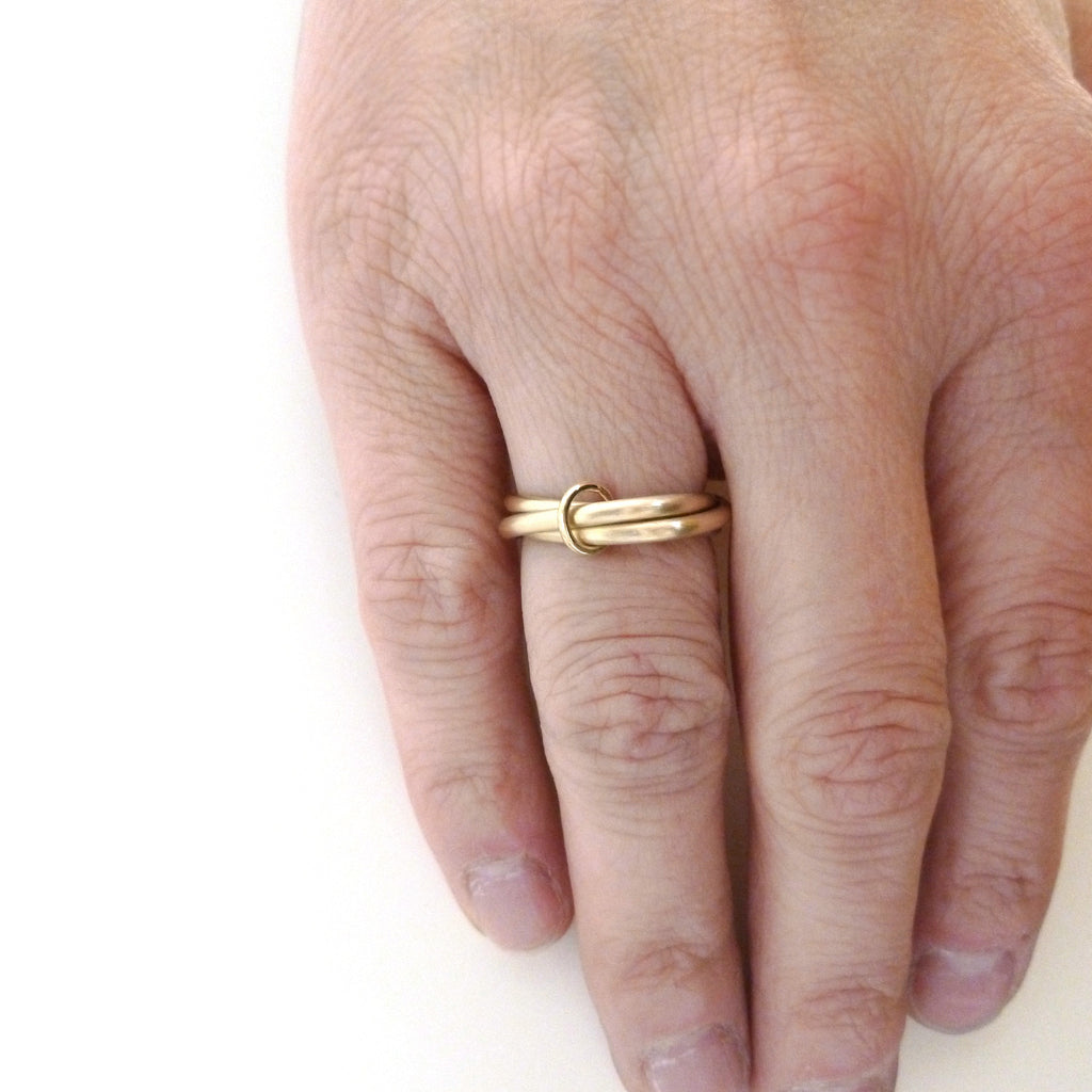linked gold wedding ring, handmade in UK by designer and maker Sue Lane