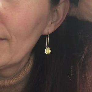 18ct gold leaf hook earrings (RTB)