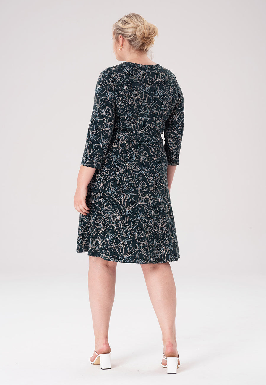 Perfect Wrap Dress in Ponderosa Pine (Curve)