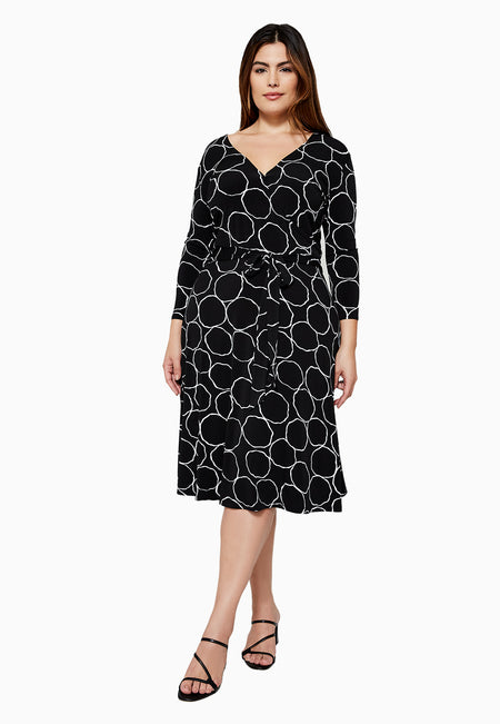 Perfect Wrap Dress in Bubbly Black (Curve)