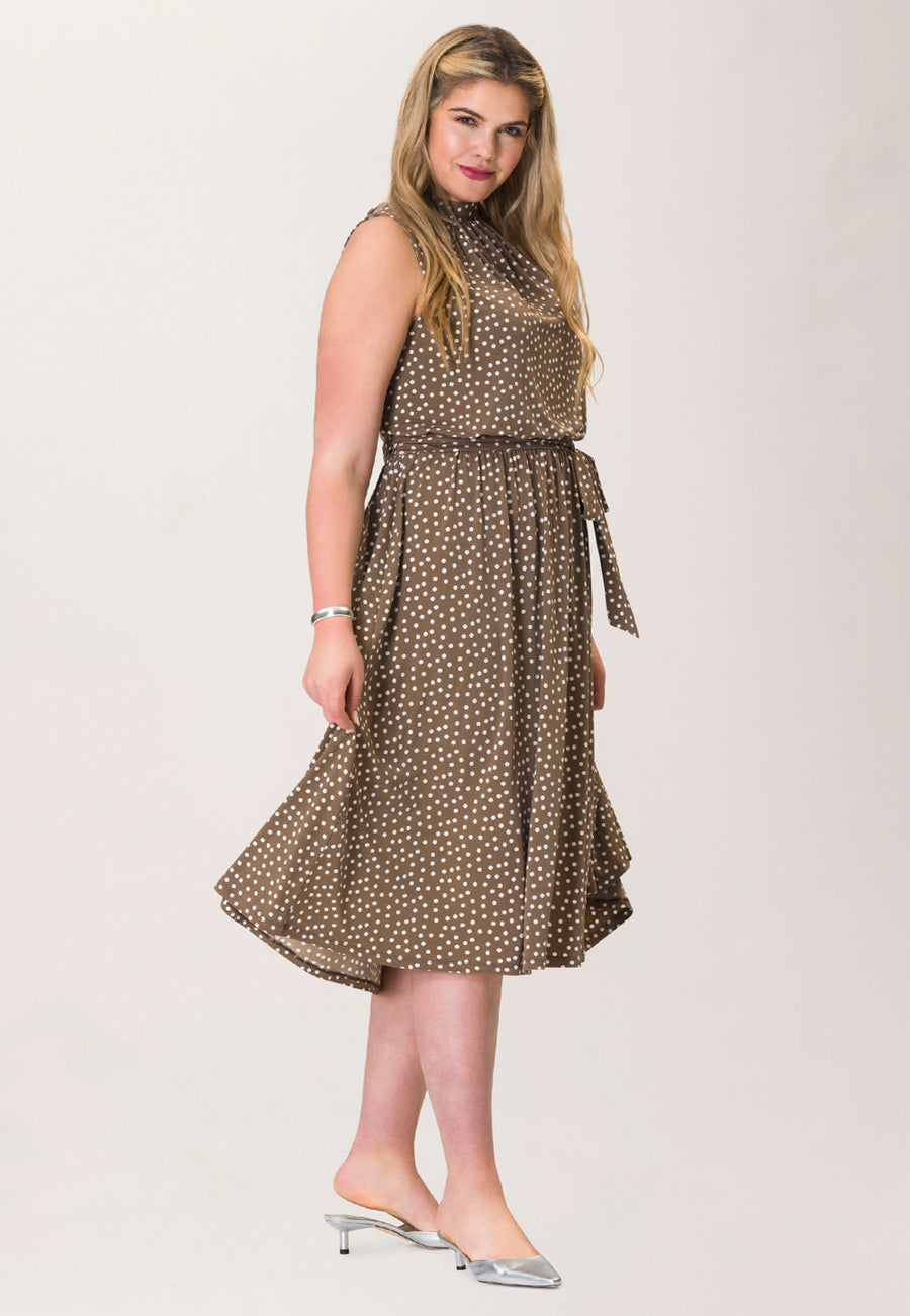 Mindy Shirred Dress in Confetti Dot Chocolate Chip (Curve)
