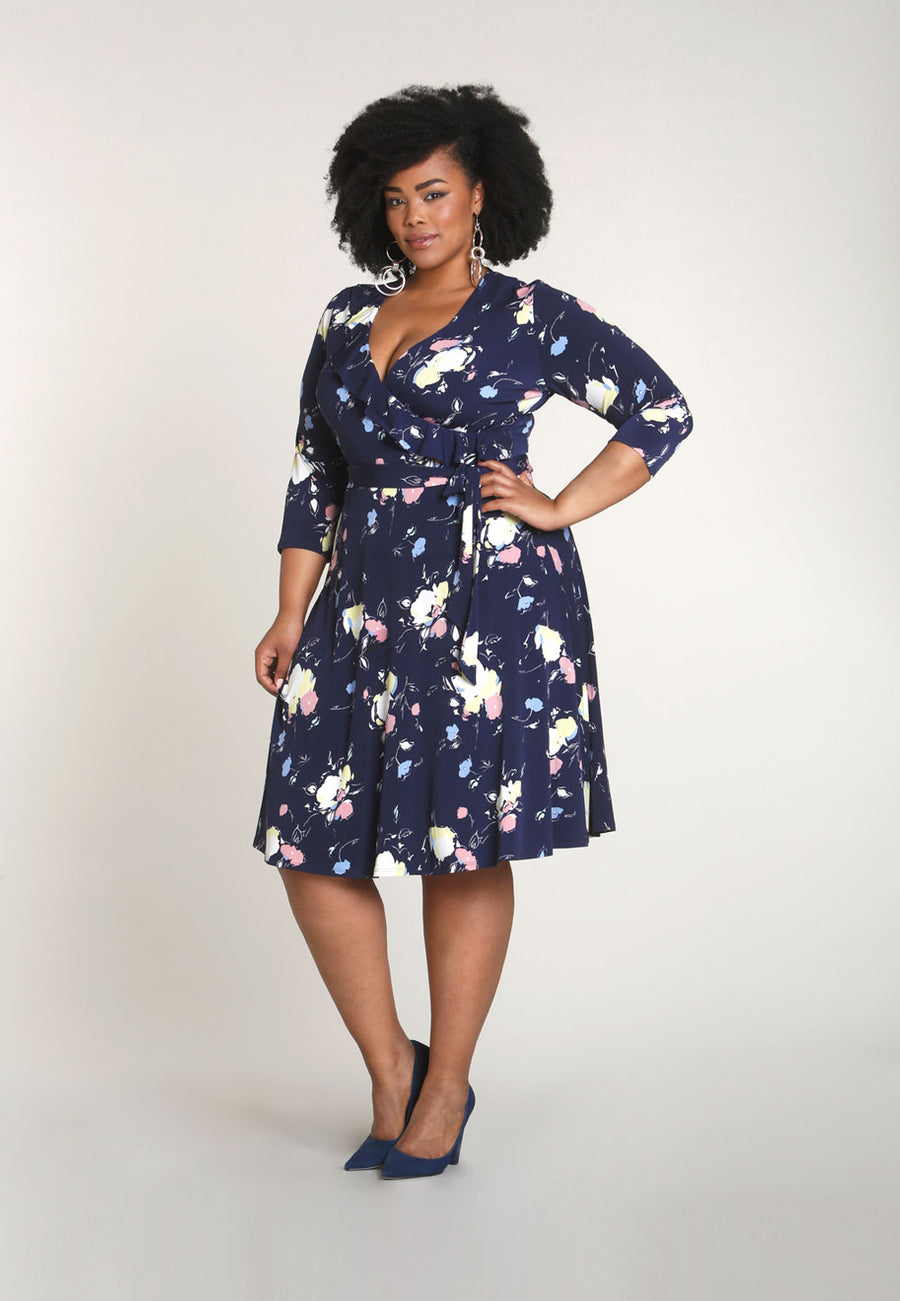 Felicity 3/4 Sleeve Wrap Dress in Fleur Nouveau Pastel Blue (Curve)