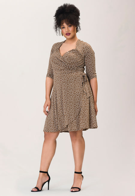 Sweetheart Wrap Dress in Confetti Dot Chocolate Chip (Curve)