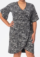 Paige Dress in Autumn Leaves Black (Curve)