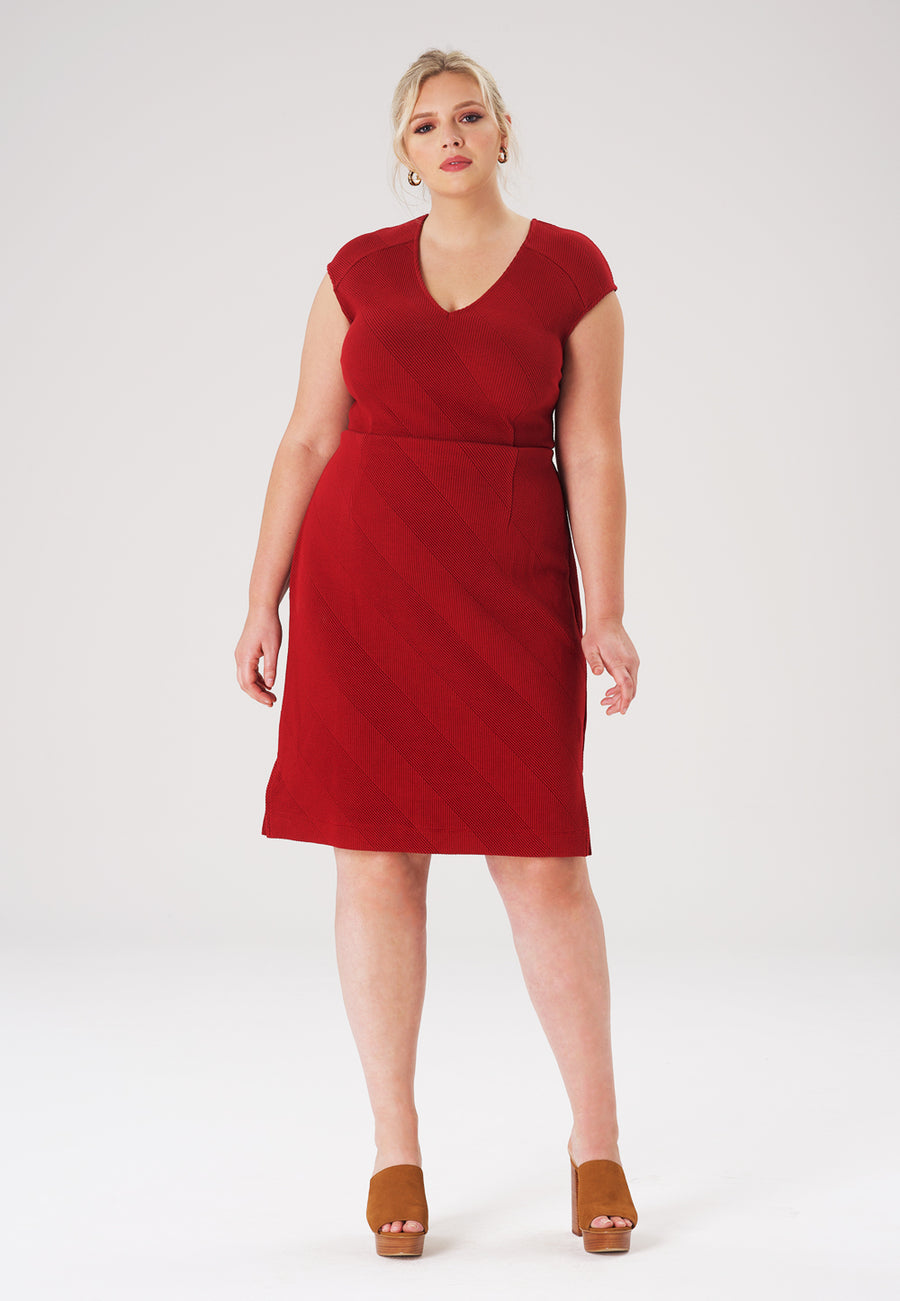 Riley Dress in Red Dhalia (Curve)