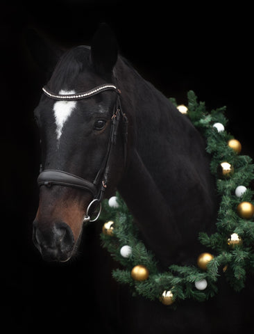 Christmas wreath for your horse