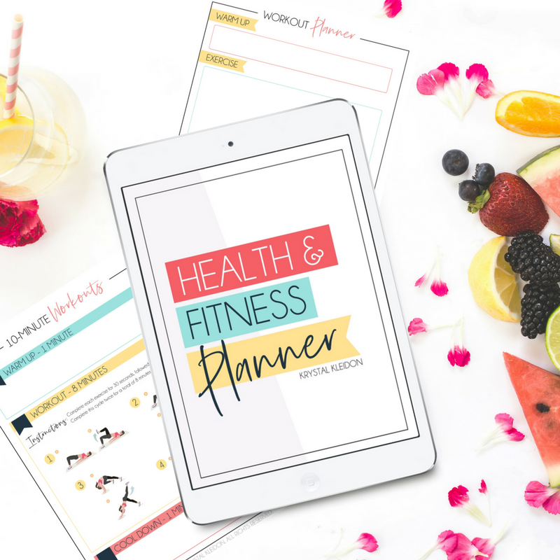 Take your health and fitness goals to the next level with this health and fitness planner. Keep track of your health goals and plan your workouts. Including 5 personal trainer approved workouts. #healthandfitness #workoutplanner #workoutprintable #fitnessprintable #mealplanner #printables #planners