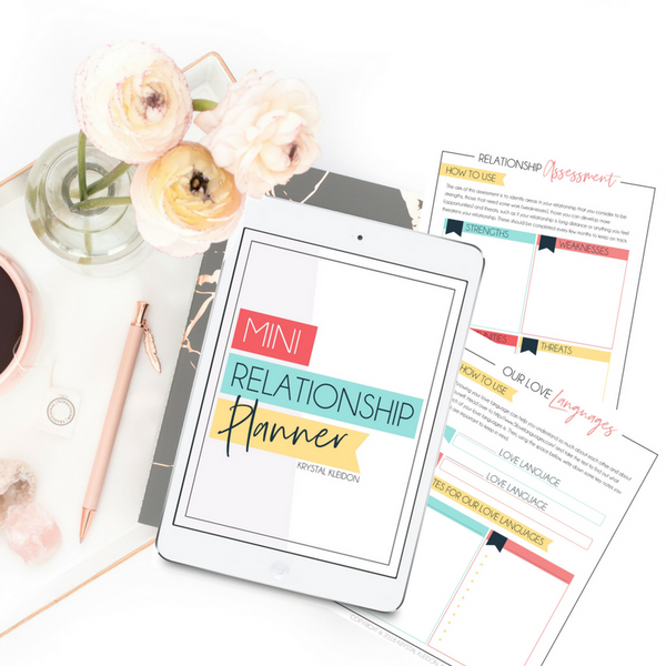 Have fun with your relationship with the Mini Relationship Planner. Brilliant way to help you communicate better in your relationship and have fun while doing it! #marriagegoals #relationships #relationshipgoals #successfulmarriage