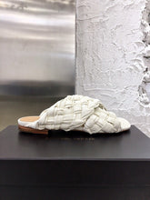 Load image into Gallery viewer, Bottega Veneta Slippers White