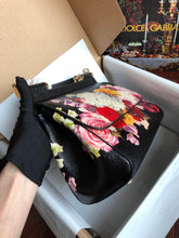 Load image into Gallery viewer, D&G Bag Flowers