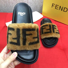 Load image into Gallery viewer, Fen Slippers Fur