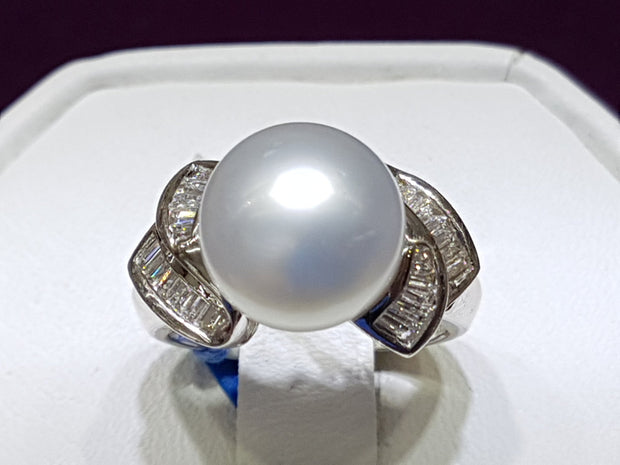 Lady's Pearl and Diamond Ring 18K White Gold - Lucky Diamond