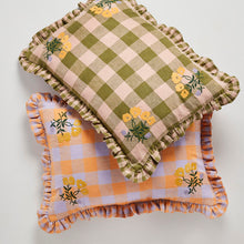 画像をギャラリービューアに読み込む, Leinikki gingham embroidery frill cushion - apricot