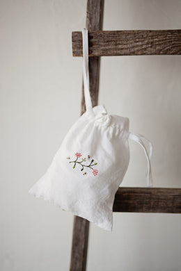 Medium Linen Pouch Bag  (white /bees and blossoms)4