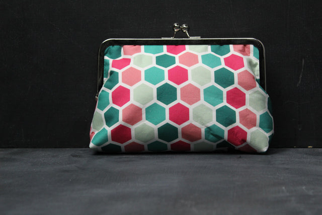 Chomp Chomp Clutch Bag in 60's Beehive