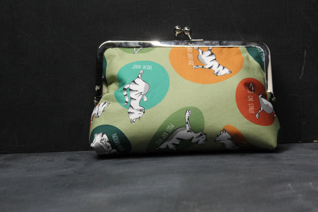 Chomp Chomp Clutch Bag in 00's Feline Fitness